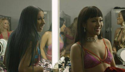 """Cardi B filme """"Aferistės"""" striptizo šokėją suvaidinti įkalbinėta net 2 metus: istorija primena skaudžią dainininkės patirtį"""