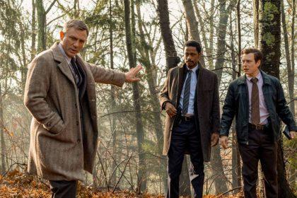 """Filme """"Ištraukti peiliai"""" D. Craigui teks įšaiškiti meistriškai supainiotą Ch. Plummerio herojaus žmogžudystę: kas kaltas, kai įtariami – visi?"""