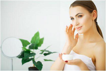 Kosmetikos priemonės, kurias turi turėti kiekviena moteris