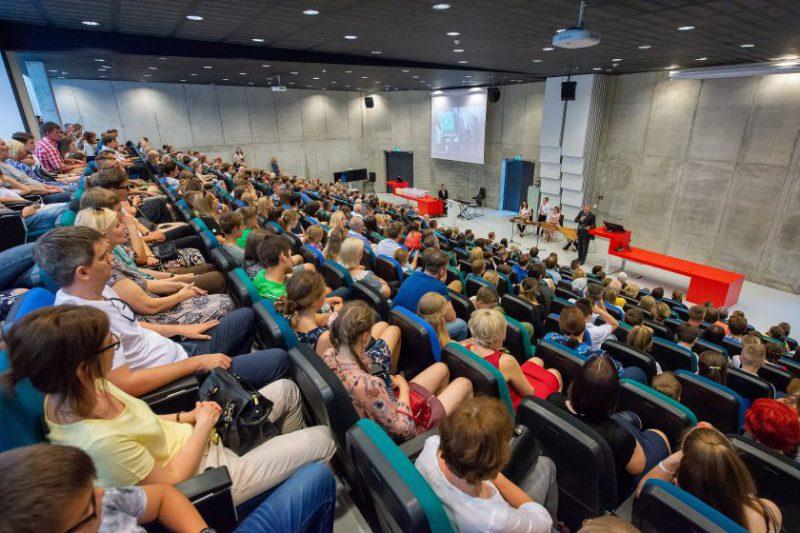Kaunas kartoja sėkmingą ėjimą: dėstytojai vėl kviečiami persiorientuoti į mokytojus bei vadovus