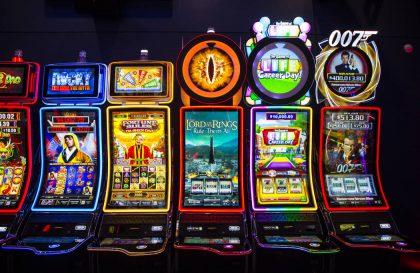 Lošimo automatai internetu ir fiziniuose kazino namuose