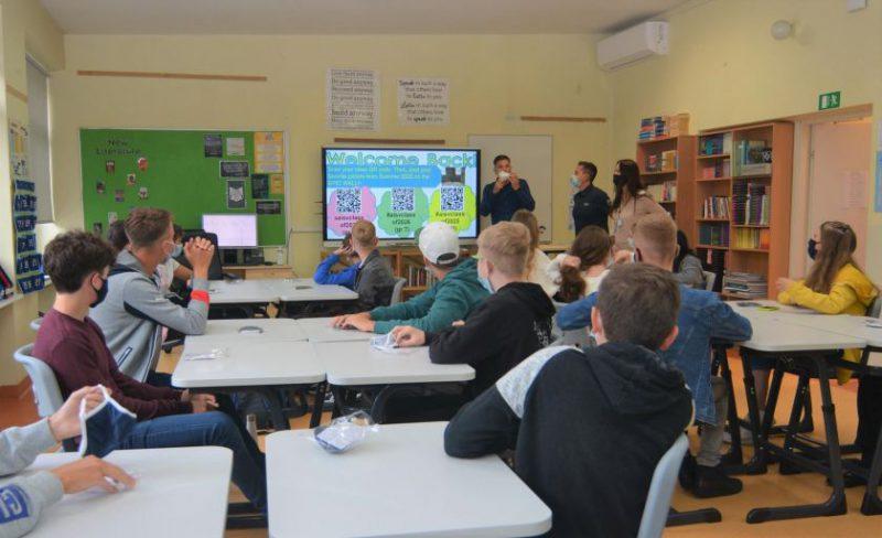 Mokslo metai prasideda anksčiau: AISV mokiniai į suolus sugrįžo rugpjūtį