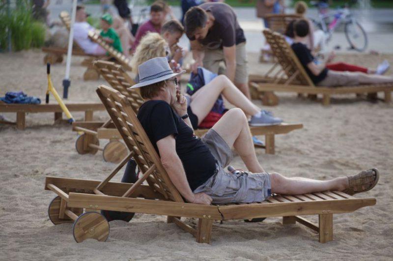 Vilnius vėl nebe kurortas: bus išardytas paplūdimys Lukiškių aikštėje