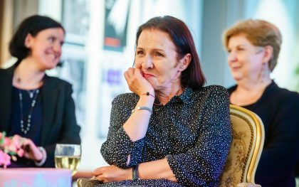 Vilniaus mažajame teatre jaukiai ir šiltai pasveikinta jubiliejų šventusi Eglė Gabrėnaitė