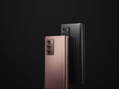 """Sulenkiamas """"Samsung"""" telefonas – iš pirmo žvilgsnio dvi priešingos savybės viename įrenginyje"""
