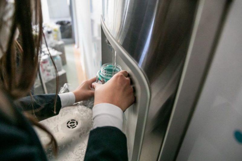 Naujais mokslo metais Vilniaus miesto moksleivius pasitinka mokyklose įrengtos gertuvės