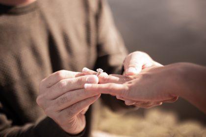 Sužadėtuvės per karantiną: kaip išsirinkti žiedą?