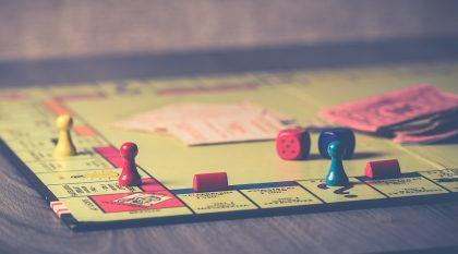 8 stalo žaidimai, kurie praskaidrins karantino vakarus visai šeimai