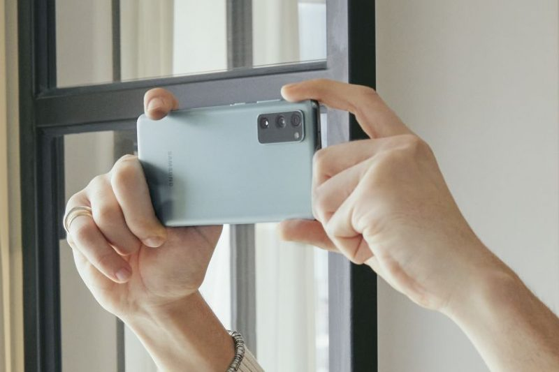 """""""Galaxy S20 FE"""" sulaukė programinės įrangos atnaujinimo – pasipildė inovatyviomis flagmanų funkcijomis"""