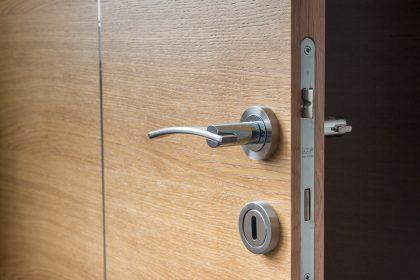 7 priežastys pakeisti durų spyną